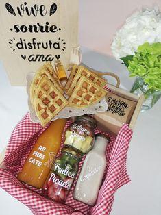Surprise Box, Surprise Gifts, Birthday Breakfast, Breakfast Snacks, Ideas Desayunos, Brunch, Candy Boxes, Mom Birthday, Churros