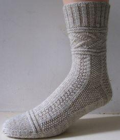 Носки Глэдис связанные спицами сверху с описанием на русском Cool Socks, Awesome Socks, Knitting Socks, Clothes, Tejidos, Gloves, Wool, Knit Socks, Outfits