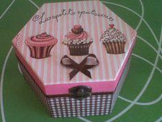 Cómo decorar cajas de madera   Aprender manualidades es facilisimo.com Decoupage Vintage, Painting On Wood, Tea Pots, Stencils, Decorative Boxes, Projects To Try, Basket, Gift Wrapping, Diy Crafts