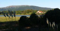 Jaureguiberry, Arroyo Solís, Canelones, con vista de los cerros de Piriápolis, Uruguay.