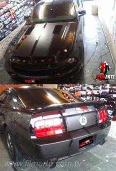 Customização do Mustang com faixas esportivas, na cor preto fosco./ Estamos em novo endereço! / Rua Dona Matilde, 94 - Vila Matilde / Tel: 11 2651-0113 / #envelopamento #envelopamentozonaleste #envelopamentoautomotivo #mustang #shelby #mustangshelby #gm #chevrolet #customcars #adesivo #customização #carros #vilamatilde #011 #filmarte #wrap #pretofosco #fibradecarbono #saopaulo #sp #brazil #adesivagem