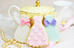 Essential Royal Icing Techniques for Stunning Sugar Cookies is a free PDF guide available exclusivel Royal Icing Cookies, Cupcake Cookies, Sugar Cookies, Cookies Et Biscuits, Cookie Icing, Iced Cookies, Cake Decorating Supplies, Cookie Decorating, Teapot Cookies