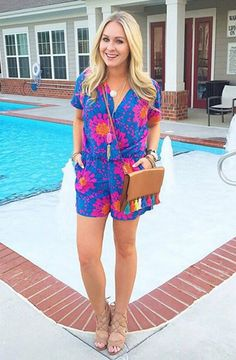 Blogger @cortneydryden styled this colorful Escapada Living romper just right!