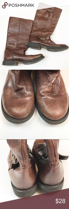 Steve Madden brown boots size 10 Steve Madden brown boots / size 10 . Brown boots with brass hardware. Some wear on toes as shown in photo but otherwise in great condition. . Great Steve Madden brown boots perfect for any skinny jeans! Steve Madden Shoes Combat & Moto Boots