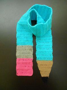 CACHECOL LÁPIS: Para as crianças que adoram desenhar o dia todo!  Cachecol em crochê com lã 100% acrílica.  Escolha na cor de sua preferência.  Comprimento: 120 cm. R$ 50,00.