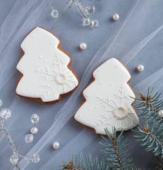 ❄Ёлочки доступны к заказу поштучно. От 5-ти штук. Возможен выбор цвета по вашему желанию. Упакованы в пакет с атласной лентой. ❄Цена 55 грн. . . . #angelassweets_НовыйГод2019 #decoratedsugarcookies #пряники  #имбирныепряники  #ручнаяработа  #royalicingcookies  #новогодниепряники  #angelassweets Christmas Tree Cookies, Christmas Cookie Exchange, Iced Cookies, Easter Cookies, Christmas Treats, Gingerbread Cookies, Christmas Cookies, Cookie Icing, Royal Icing Cookies