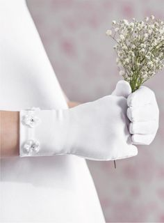 girls-wrist-length-white-matte-spandex-communion-gloves-with-lace-daisy-flowers-emmerling-74006-10861-p.jpg (717×973)
