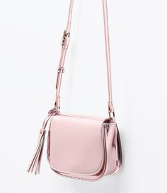 Discover recipes, home ideas, style inspiration and other ideas to try. Cute Handbags, Purses And Handbags, Trendy Purses, Marc Jacobs Handbag, Girl Backpacks, Cute Bags, Womens Purses, Casual Bags, Beautiful Bags