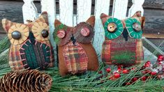 This little trio of primitive Hoot Owls can fill your bowls, baskets or can be set on a wreath or branch. Each is tall and wide, made of wool and vintage buttons. Primitive Pillows, Bowl Fillers, Vintage Buttons, Reusable Tote Bags, Wool, Create, Ebay