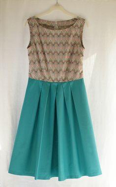 unlabelledclothes:  pattern: Simplicity 2444, 2010 fabric: Liberty Tana Lawn (bodice), Cotton (skirt) notion: zip