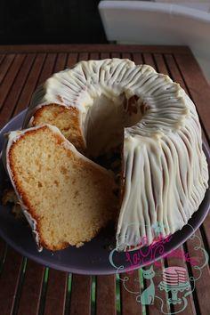 La Gata Curiosa: BUNDT CAKE DE LECHE CONDENSADA Y CHOCOLATE BLANCO
