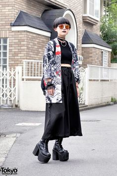 "tokyo-fashion: "" Moeka on the street in Harajuku wearing a kimono jacket from ACDC Rag over a crop top, resale wide leg pants, Yosuke platform boots, HellcatPunks accessories, and a Glad. Japan Street Fashion, Tokyo Street Style, Tokyo Fashion, Harajuku Fashion, Japan Street Styles, Tokyo Style, Fashion 2018, Mode Harajuku, Estilo Harajuku"