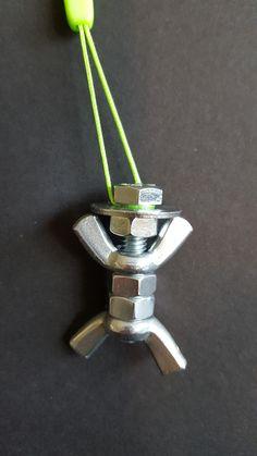Schlüsselanhänger aus Schrauben