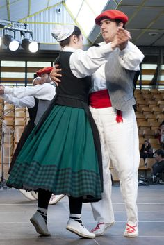 Dantzariak Basque