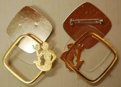 Glasmalbrosche 7500V.G.02 Wassermann vergoldet, Metallrahmen ca. 38x38mm