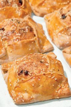 Φλαουνες Greek Recipes, Desert Recipes, Cyprus Food, Bread Dough Recipe, Recipies, Deserts, Favorite Recipes, Sweets, Breakfast