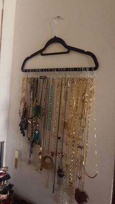 M s de 1000 ideas sobre colgar collares en pinterest for Zapateros de colgar en la pared