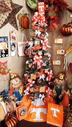 UT Vols decorated tree! Show your support for the University of Tennessee with this awesome UT tree! Go Vols!  #utvols