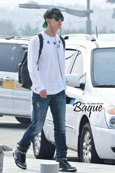 140829 Taecyeon @ Incheon Airport to HK