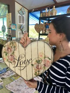 58 ideas for wood projects wall shabby chic Arte Shabby Chic, Shabby Chic Crafts, Arte Pallet, Pallet Art, Diy Wood Projects, Wood Crafts, Diy And Crafts, Manualidades Shabby Chic, Foto Transfer