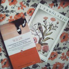 Buon inizio settimana Twinslettori   #book #books #oscarwilde #libro #libri #bookslover #instalove #instalike #instalibro #instabook #bookstagram #bookaholic #bookish #bookworms #bookaholic #leggere #lettura #romanzo #scrivere #flowers #amoleggere #libriovunque #photobooks #picoftheday #photooftheday #seguimi #amoreperilibri #newtoncompton