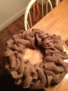 The Decorating Dork: Burlap Wreath (Tutorial) Making Burlap Wreaths, Easy Burlap Wreath, Burlap Wreath Tutorial, Burlap Crafts, Christmas Wreaths, Christmas Crafts, Christmas Decorations, Fall Crafts, Diy Crafts