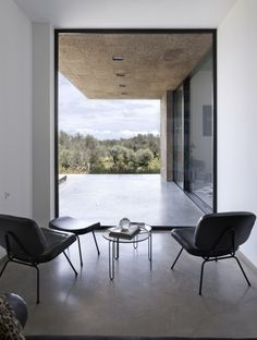 Villa Extramuros / Vora Arquitectura. Polished concrete flooring, white square set plasting, Black aluminium windows. Love!!!
