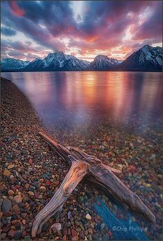 Jackson Lake is located in north western Wyoming in Grand Teton National Park One of the most beautiful places I've seen. Grand Teton National Park, National Parks, Places To Travel, Places To See, Beautiful World, Beautiful Places, Beautiful Pictures, Beautiful Sunset, Epic Pictures