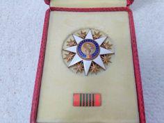 V Medal Pin Badge Military Surplus, Soviet Union, Pin Badges, Romania, Cl, Ribbon, Culture, Ebay, Vintage
