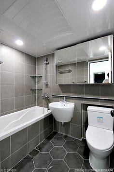 32평 화이트톤 아파트 홈스타일링 인테리어 : 네이버 포스트 Bathroom Renos, Washroom, Modern Bathroom, Small Bathroom, Gray And White Bathroom, Asian Garden, Bath Design, Office Interiors, Toilet