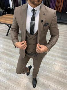 Deo Suits – BOJONI Beige Suits For Men, Dress Suits For Men, Brown Suits, Suits For Sale, Brown Suit Wedding, Best Wedding Suits For Men, Pantalon Costume, Designer Suits For Men, Three Piece Suit