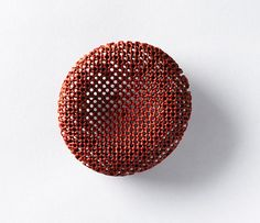 Per Suntum Kytos Brooch Recontructed coral, gold. The Danish Art Foundation. Enamel Jewelry, Jewelry Art, Jewelry Design, Museum Of Contemporary Art, Contemporary Jewellery, Stylo 3d, Jewellery Exhibition, World Crafts, International Jewelry