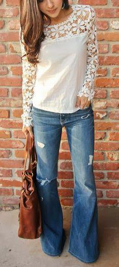Muy bonito para las más jóvenes, con un jean sin rotos y oscuros perfecto para todas. Love this top and jeans and the purse... Just need it all!