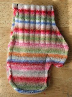 Mittens from old wool sweaters Unlined. Could line with fleece. Great to give to kids during Aullwood field trips who are freezing their fingers! Old Sweater Crafts, Denim Crafts, Sweater Mittens, Wool Sweaters, Sewing Crafts, Sewing Projects, Diy Clothes Videos, Recycled Sweaters, Mittens Pattern