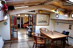 Houseboat Interiors Ideas – The Urban Interior Note glass pocket doors Canal Barge, Canal Boat, Barge Boat, Barge Interior, Interior Design, Interior Ideas, Trailers, Dutch Barge, Houseboat Living