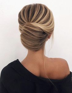 Low Chignon is really a sleek bridal hair messy bun which appears extremely wonderful on bridesmaid too. Chic Hairstyles, Pretty Hairstyles, Prom Hairstyles, Updo Hairstyle, Wedding Hairstyles Thin Hair, Romantic Hairstyles, Wedding Hair And Makeup, Hair Makeup, Thin Hair Updo