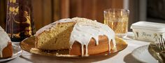 Χτυπάμε στο μίξερ το Flora Soft με βούτυρο με τη ζάχαρη στη δυνατή ταχύτητα, μέχρι να αφρατέψει το μίγμα και να λιώσει η ζάχαρη. Προσθέτουμε τους κρόκους των αυγών... Greek Cake, Cake Cookies, Vanilla Cake, Christmas Time, Cheesecake, Cooking Recipes, Baking, Ethnic Recipes, Desserts
