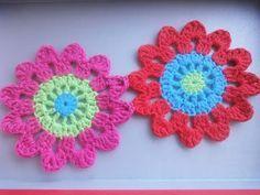Beautiful curtain hook with Rosette + Video Tutorial - Hook Beautiful+ Vidéo - Crochet Cardigans - Crochet Cardigans Curtain Tutorial, Flower Curtain, Beautiful Curtains, Japanese Flowers, Crochet Cardigan, Floral Motif, Rosettes, Crochet Flowers, Crochet Earrings