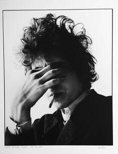 "Jerry Schatzberg Black and White Photograph - Bob Dylan, ""Smoke"" New York 1965 Jerry Schatzberg, Music Pictures, Great Pictures, Cool Photos, Anita Pallenberg, Faye Dunaway, Patti Smith, Frank Zappa, Al Pacino"