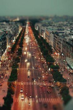 Avenue des Champs-Elysées*-*.