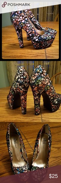 """Womens Shi funky sexy web splatter heels 8.5 Super cute heels. They were my sister in laws but it doesnt look like she ever wore them. No signs of wear at all. 5"""" heel. Size 8.5. If i could cram my foot in them i would keep them! Reasonable offers accepted. Discounts on bundles. Shoes Heels"""