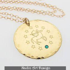 Goldene Bettelkette. Sternzeichen-Anhänger von EngravedJewelry auf DaWanda.com