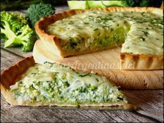 Pie dough : 0000 250 g flour 1 pinch salt 125 g butter 40 ml ice water Filling: 2 or 3 tablespoons oil 1 onion Broccoli Quiche Recipes, Veggie Recipes, Vegetarian Recipes, Healthy Recipes, Quiches, Omelettes, Salada Light, Kitchen Recipes, Cooking Recipes