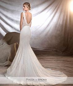 Meraviglioso questo modello a schiena scoperta di #Pronovias2017. Guarda tutti gli abiti da #sposa della nuova collezione su http://www.piazzadispagnasposi.it/collezioni/sposa/pronovias-2017/