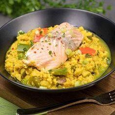 Hallo meine Lieben, ich wünsche euch einen schönen Nikolaus. Ich hoffe ihr wurdet reich beschenkt. Wie manche schon gesehen haben, hab ich eine Flasche Ketchup von @Xucker von meinem Freund bekommen 😂😂 Aber da heute auch Mittwoch ist, gibt es von mir auch ein neues Rezept. Und zwar eine #lowcarb Curry-Reis-Pfanne. Also der Reis ist eigentlich Blumenkohl, aber aufjedenfall super lecker! Den Link zum Rezept findet ihr in meiner Bio. #lowcarbliebe #lowcarbrezepte #lowcarbhighfat…