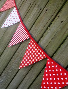 Items similar to Bunting / Flags / Pennant Strings - Strawberries and Cream on Etsy Bunting Garland, Bunting Flags, Fabric Bunting, Pennant Banners, Fabric Banners, Bunting Pattern, Party Bunting, Baby Banners, Sewing Crafts