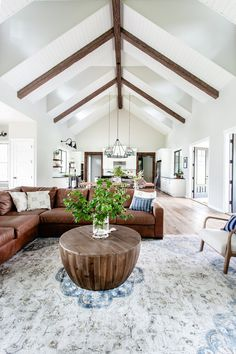 37 Vaulted Ceiling Designs That Deserve Your Attention 27 - homesbrowser My Living Room, Home And Living, Living Room Decor, Living Spaces, Up House, Family Room Design, Living Room Inspiration, Interior Inspiration, Great Rooms
