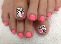 Cool looking pink, black and white themed toenail art design. The smaller nails are coated in matte pink polish while the big toenail is coated with matte white polish as base color. On top of the white polish, several swirling black curves are drawn and topped with a cute pink heart shape.