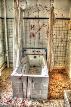 Bathroom @ abandoned psychiatric hospital Salve Mater located in Lovejoel, Belgium Scary - with the words HELP over the bathtub. Mental Asylum, Insane Asylum, Scary Places, Haunted Places, Abandoned Asylums, Abandoned Places, Old Buildings, Abandoned Buildings, Asylum Halloween