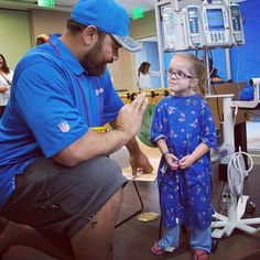 Lots of ♥️ to @haloti_ngata92 along with other @nfl friends who came to visit with patients and families. @detroitlionsnfl